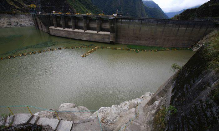 Vista de la represa de Paute, en Penas Coloradas, Ecuador, el 10 de noviembre de 2009 (PABLO COZZAGLIO/AFP/GettyImages)
