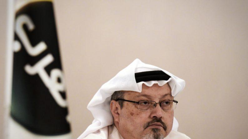 Jamal Khashoggi, durante una conferencia de prensa en la capital bahreiní, Manama, el 15 de diciembre de 2014. (MOHAMMED AL-SHAIKH/AFP/Getty Images)