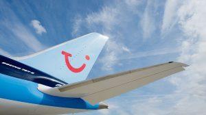 Familia viaja sentada en el suelo de un avión al Reino Unido: sus asientos no existían