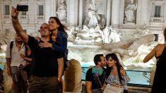 Crece la polémica sobre qué hacer con la millonaria suma que recibe la Fontana di Trevi de los turistas