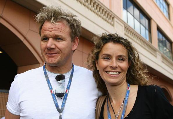 El famoso chef de televisión Gordon Ramsay y su esposa Tana son fotografiados en el paddock de F1 antes del Gran Premio de Fórmula Uno de Mónaco en el Circuito de Monte Carlo el 27 de mayo de 2007 en Monte Carlo, Mónaco. (Clive Mason/Getty Images)