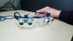 Alumnos argentinos crean y regalan lentes inteligentes para guiar a personas con discapacidad visual