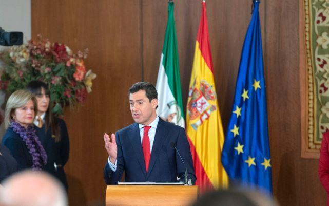 El presidente del partido Partido Popular andaluz Juan Manuel Moreno asumió hoy el cargo como presidente de la Junta de Andalucía poniendo fin definitivo a los 40 años de gobernación socialista que estableció en el territorio una regiones más pobres de la Unión Europea.(Junata de Andalucía)