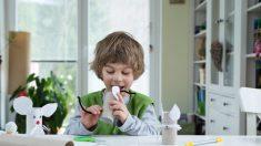 Pediatras comparten 3 pautas claves para los padres que viven comprando juguetes a sus hijos