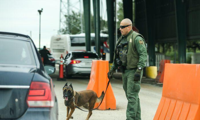 Un puesto de control de Aduanas y Protección Fronteriza en Falfurrias, Texas, el 10 de noviembre de 2018. (Charlotte Cuthbertson/La Gran Época)