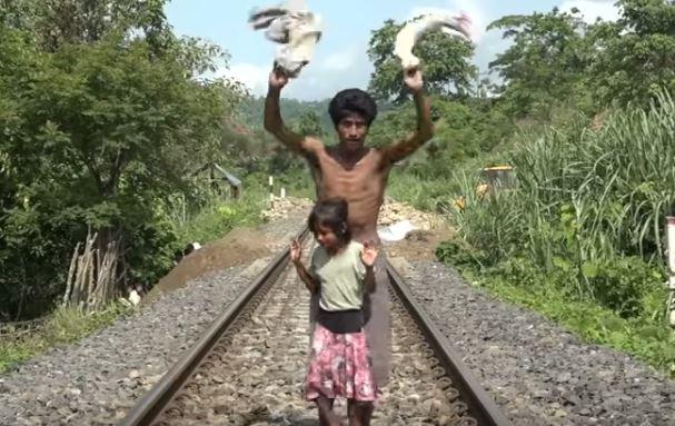 Papá e hija evitan que un tren con 2000 pasajeros se estrelle
