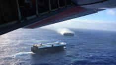 Miles de coches Nissan nuevos están a la deriva en un barco incendiado en el Pacífico
