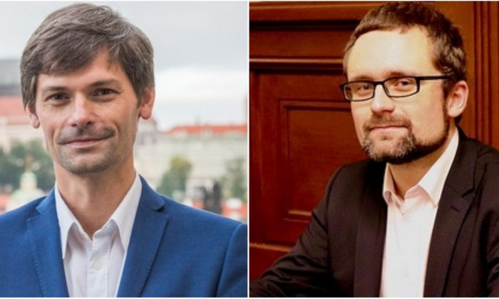 (De izquierda a derecha) El senador checo Marek Hilšer y el diputado Mikuláš Peksa trabajan juntos para preparar una enmienda a la ley de trasplante de órganos. (Captura de pantalla de ceske-volby.cz/pirati.cz)