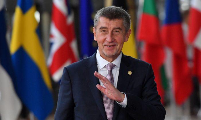República Checa prohíbe utilizar los dispositivos Huawei en sus oficinas del gobierno