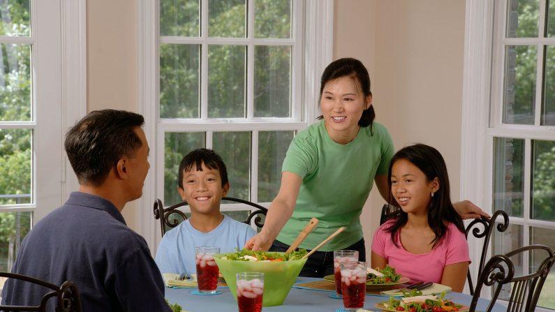 Las familias pueden optar por reunirse a pesar de las restricciones de su estado que limitan el número de reuniones. (skeeze/ Pixabay)