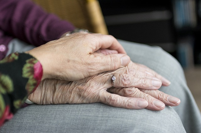 La tierna pareja casada más antigua del mundo comparte el secreto de 80 años de felicidad conyugal