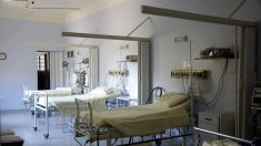 Para un comprar un iPhone adolescente chino vende su riñón y queda en cama por el resto de su vida