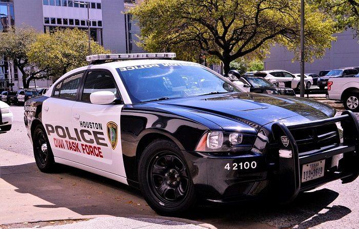 Cinco policías resultaron heridos, cuatro de ellos de bala, en tiroteo en Houston Texas . Imagen cc0.