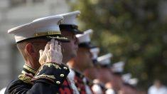 """Veterano de la II Guerra Mundial obtiene reconocimiento de su comunidad con una """"guardia de honor"""""""