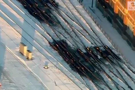 Encienden fuego en las lineas de tren afectadas por el frío en Chicago entre el 29 y 30 de enero de 2019 (Captura de vídeo ABC)