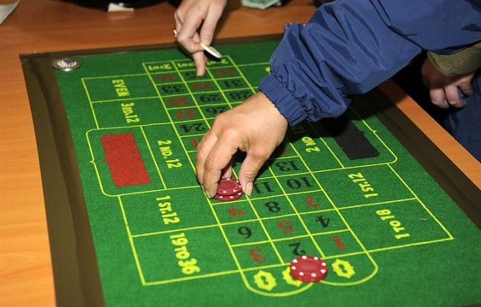 Detenido en un local de apuestas cuando se jugaba el dinero que robó. Imagen cc0