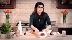 Sobreviviente de cáncer encuentra su pasión cuando inicia una escuela de cocina de alimentos saludables