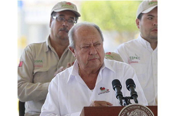 El poderoso líder del sindicato de Petróleos Mexicanos (Pemex), Carlos Romero Deschamps, acumula tantos años en el poder como acusaciones de corrupción y se encuentra, con Andrés Manuel López Obrador en la Presidencia de México, en el punto de mira de la opinión pública. EFE