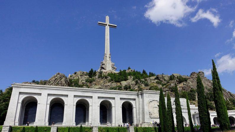 El Gobierno español aprobará el viernes la exhumación de Franco