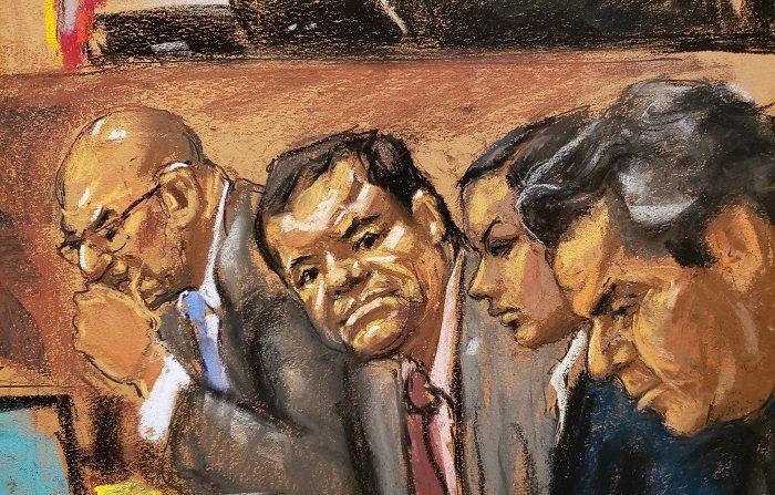 """El jurado del proceso contra Joaquín """"El Chapo"""" Guzmán, procesado por narcotráfico, le ha declarado hoy culpable de ocupar un cargo de responsabilidad en el cartel de Sinaloa, una organización criminal dedicada al contrabando de droga, por lo que podría ser condenado a cadena perpetua. EFE/Jane Rosenberg"""