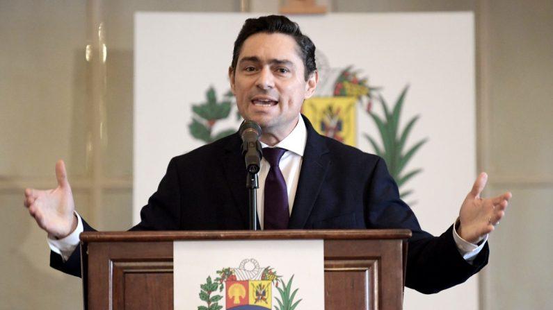 Carlos Vecchio, representante ante EE.UU. de Juan Guaidó, habla durante el inicio de la Conferencia Mundial de la Crisis Humanitaria en Venezuela, en la sede de la Organización de Estados Americanos (OEA), en Washington. EFE