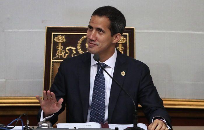 El Parlamento de Venezuela, dominado por la oposición, autorizó este martes el ingreso de la ayuda humanitaria que se almacena en varios centros cercanos a la frontera del país, y que el Gobierno de Nicolás Maduro se niega a aceptar. EFE/Raúl Martínez