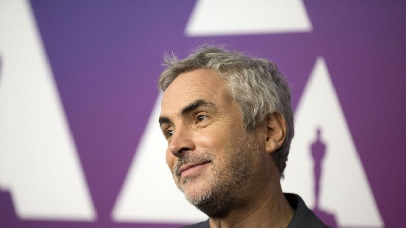 """El director de la película """"Roma"""", Alfonso Cuarón, posa a su llegada al almuerzo de los nominados a la 91 edición de los Óscar el pasado 4 de febrero, en Beverly Hills, California. EFE"""