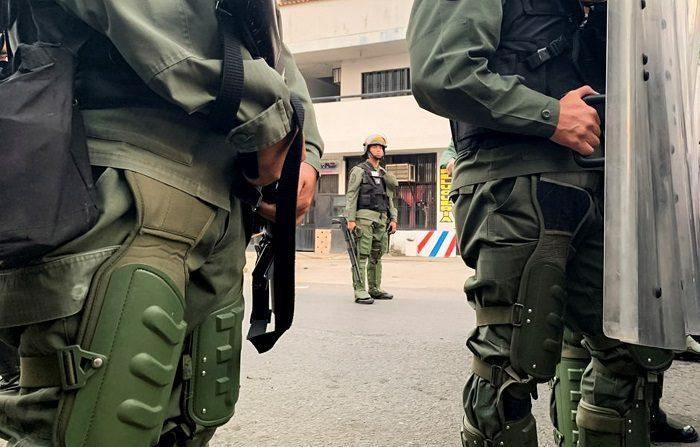 Cuatro miembros de la Guardia Nacional de Venezuela desertan en Cúcuta. EFE/HECTOR PEREIRA