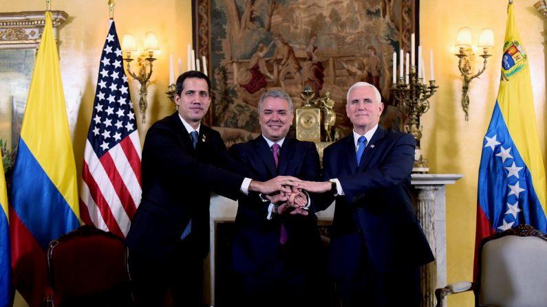 Presidente encargado de Venezuela, Juan Guaidó (i); presidente de Colombia, Iván Duque (c), y el vicepresidente de los Estados Unidos, Mike Pence (d), durante un encuentro del Grupo de Lima en Bogotá, Colombia. (EFE/Nicolás Galeano/Presidencia de Colombia)