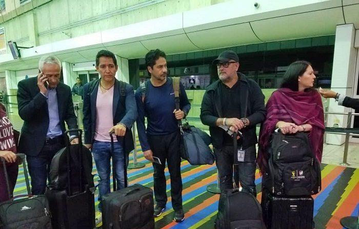 El equipo de Univisión, liderado por el periodista Jorge Ramos, viajó este martes a Miami (Estados Unidos) tras ser deportado y retenido por dos horas y media el lunes en el Palacio Presidencial de Miraflores mientras entrevistaba al gobernante de Venezuela, Nicolás Maduro. EFE/UNIVISIÓN