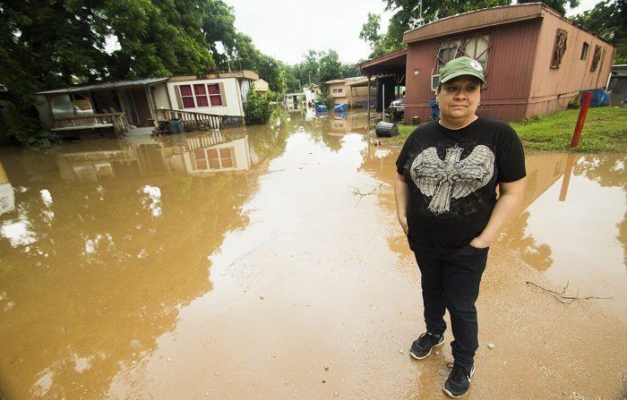 Las fuertes lluvias que han caído durante los últimos días en el norte de California (EE.UU.) causaron este un muerto, mientras 2.000 casas permanecen inundadas y miles de personas han sido evacuadas por el desbordamiento de un río.. EFE/Alicia L. Pérez