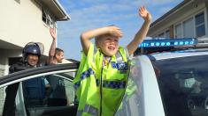 Un niño llama al número de emergencias e invita a la policía a su cumpleaños