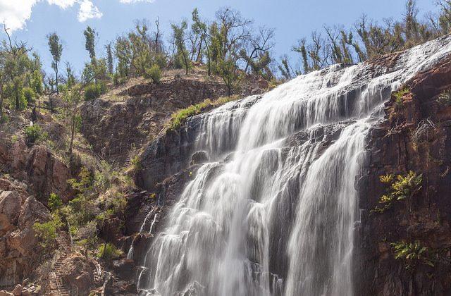 "MacKenzie Falls en Australia, donde Anneka Bading filmó inadvertidamente una tragedia el sábado 20 de enero. (""MacKenzie Falls"" por Russell Street/Flickr[CC BY-SA-2.0 (ept.ms/2utDIe9)])"