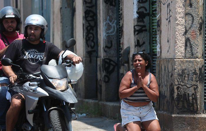 Las víctimas murieron durante un enfrentamiento con agentes del Comando de Operaciones de la policía en el marco de una operación contra el tráfico de drogas en la región, en la que diversas organizaciones criminales se disputan el control. EFE/Marcelo Sayao. EFE/Marcelo Sayao
