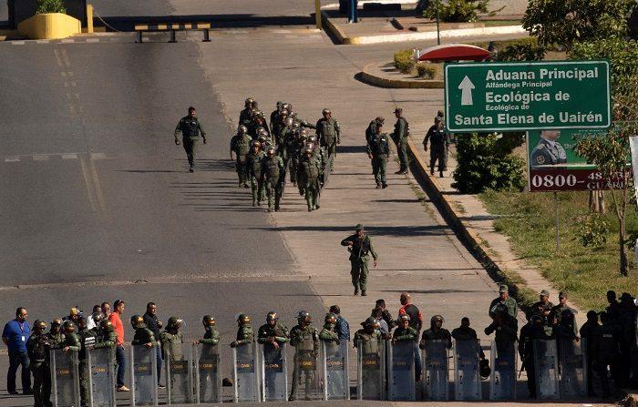 Guaidó llama a militares venezolanos a permitir ingreso de ayuda humanitaria EFE/Joédson Alves