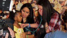 Mamá pierde a su bebé y luego de 4 años escucha el latido de su corazón en el oso de felpa de una niña
