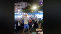 Detienen rusos en Kuala Lumpur por lanzar un bebé por los aires durante show callejero
