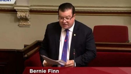 Miembro del Parlamento de Victoria, Australia, pide combatir el tráfico de órganos humanos