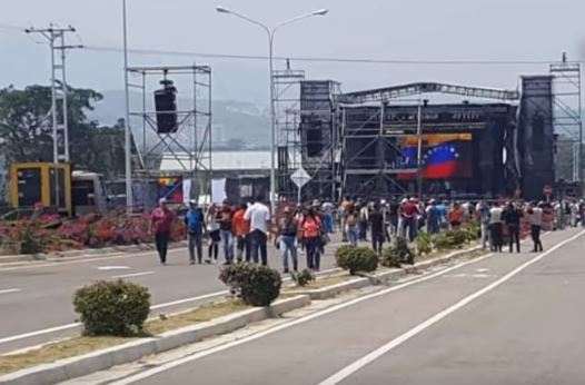 El concierto organizado por el régimen chavista tuvo muy baja convocatoria de público y artistas. (Captura de vídeo)