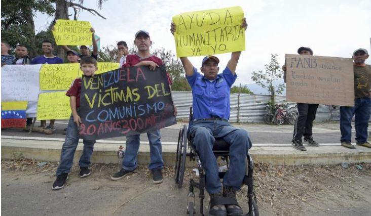 Manifestantes a favor de recibir ayuda humanitaria en Cúcuta, Colombia, en la frontera con Tachira, Venezuela, el 8 de febrero de 2019. (Raul Arboleda/AFP/Getty Images)