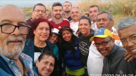 Se reanudó esta madrugada la caravana de diputados venezolanos hacia la frontera