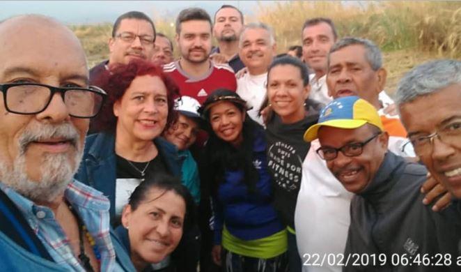 Diputados de la Asamblea Nacional se toman una fotografía antes de repartir el 22 de febrero en una  caravana a la frontera de Colombia para recibir la ayuda internacional (Maria G Hernández Del Castillo,-Asamblea Nacional)