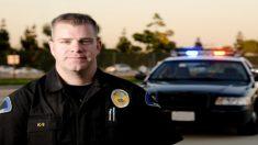 Policía celebra Halloween con 4 niños que acababan de perder a sus padres en un accidente de auto