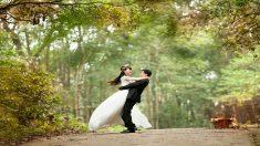 Amigos y familiares organizan una boda para que un joven con cáncer y su novia puedan dar el sí