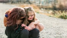 Madre e hija acosadas por 6 hombres son ignoradas: solo él se atrevió e hizo algo al respecto