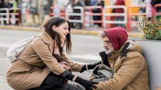 2 extraños logran que un veterano sin hogar se vuelva a reunir con su familia después de 40 años