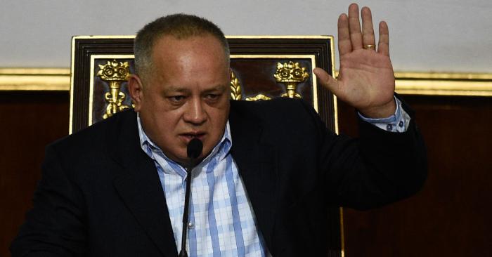 Diosdado Cabello gesticula durante una sesión de la Asamblea Nacional Constituyente de Venezuela en Caracas el 8 de enero de 2019. (Foto de FEDERICO PARRA/AFP/Getty Images)