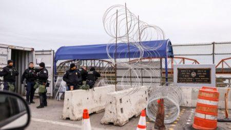 Pequeña ciudad de Texas se prepara para una caravana de inmigrantes desde el otro lado del río