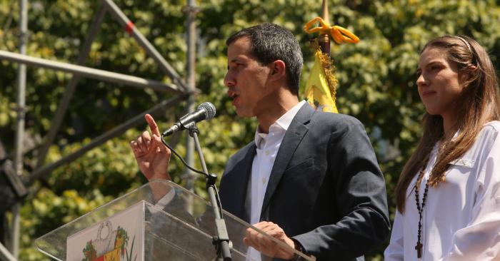 Juan Guaidó habla durante un acto el 2 de febrero de 2019 en Caracas, Venezuela. (Foto de Edilzon Gamez/Getty Images)