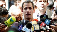 """""""Sería legal una intervención militar extranjera para asegurar la entrega de ayuda humanitaria"""", dijo Guaidó"""